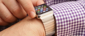 What does the red crossed-out phone icon in Apple Watch mean?