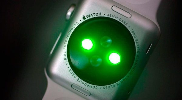 Why are there green lights on the Apple Watch?
