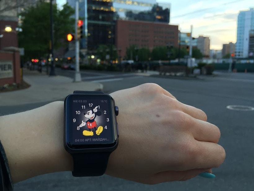 Микки Маус - оригинальный вид часов iWatch