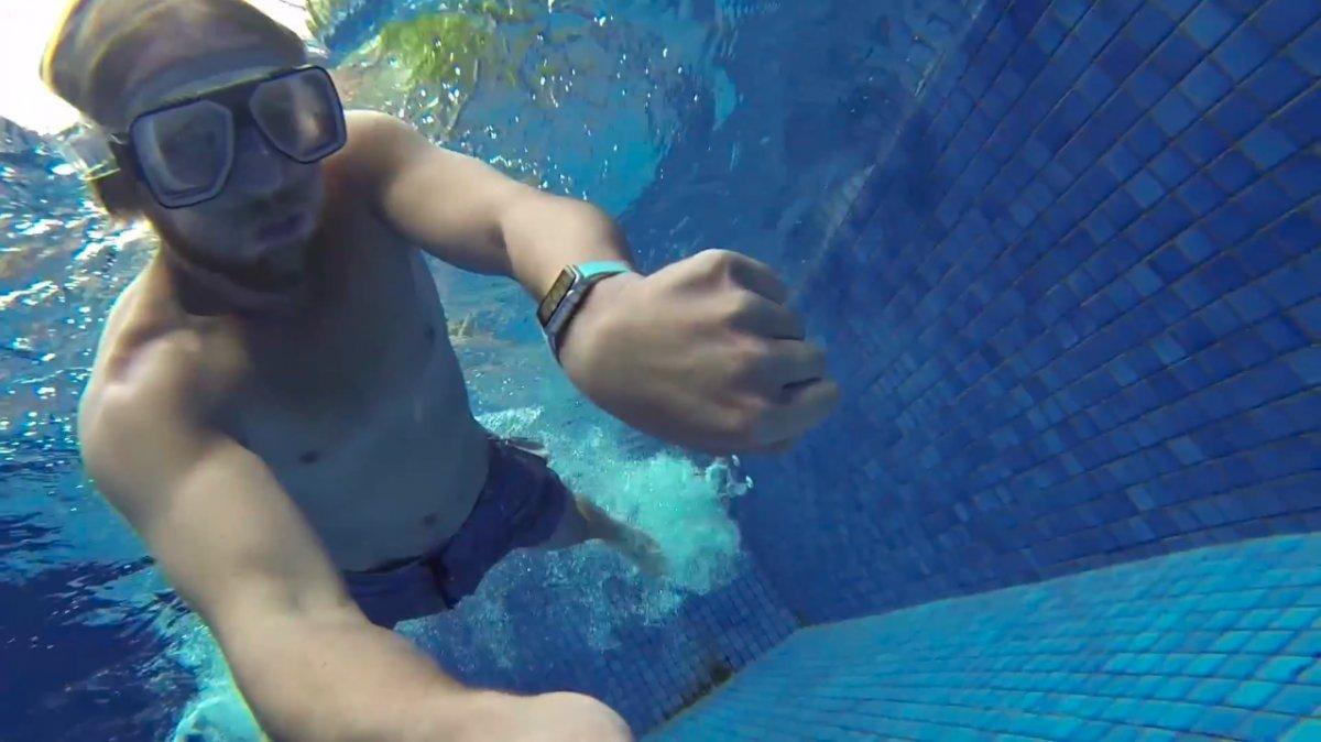 Apple Watch Series 3: можно ли мыться в ванной, плавать в море?