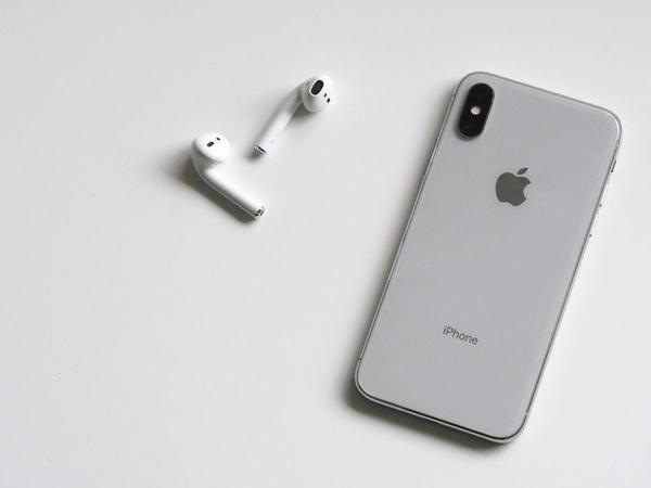 iPhone и AirPods