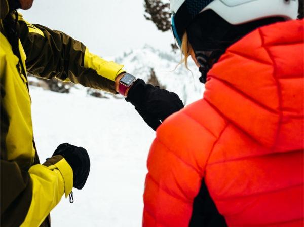 Просмотр приложения для лыжников и сноубордистов на запястье