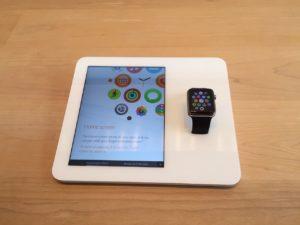 iPad на витрине iWatch
