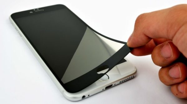 Темная защитная пленка на iPhone
