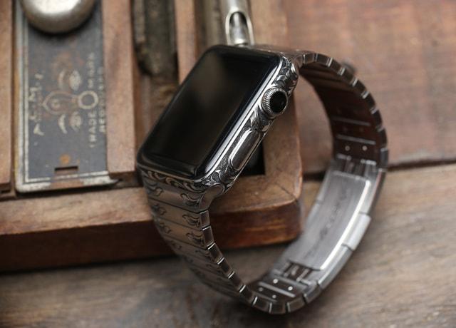 Ручная гравировка Apple Watch