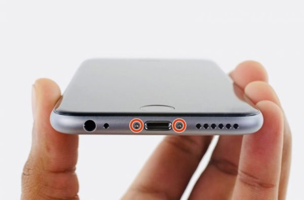 Замена аккумулятора в iPhone - шаг 1