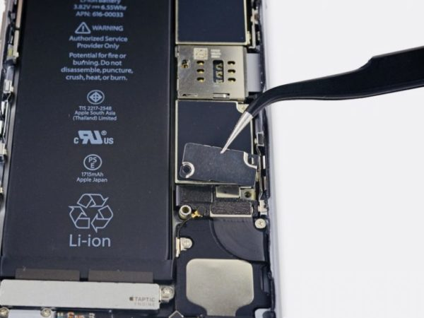 Замена аккумулятора в iPhone - шаг 6