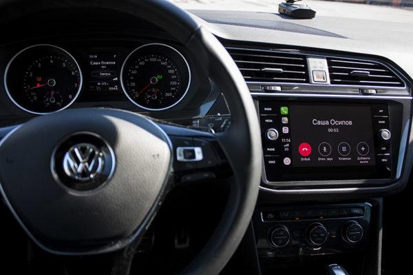 Прием вызовов и звонки через CarPlay