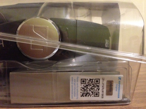 QR-код на упаковке наушников Sennheiser