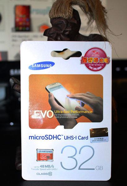 Упаковка оригинальной карты памяти Samsung - вид спереди