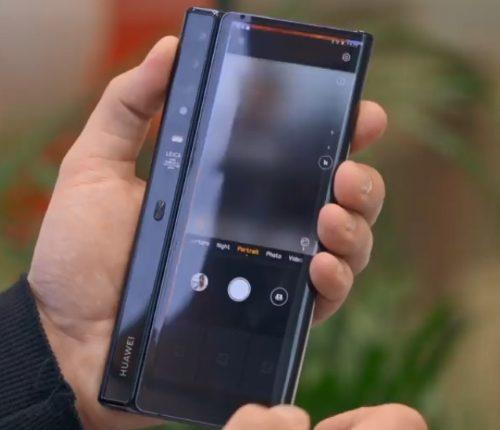 Сложенный Huawei Mate X - вид сзади