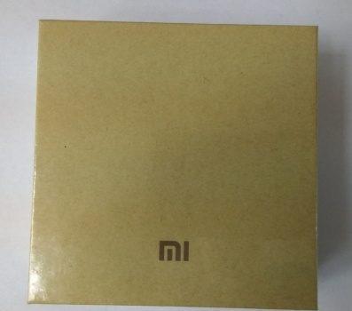 Передняя сторона коробки Xiaomi Mi Band