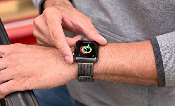 На какую руку надевать Apple Watch