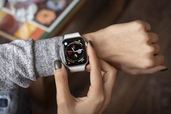 Apple Watch 5 отключаются